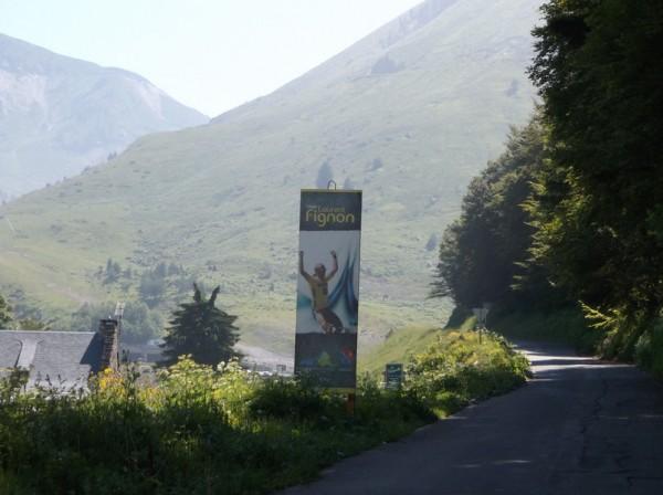 Entrée de la voie Laurent Fignon réservée aux cyclistes