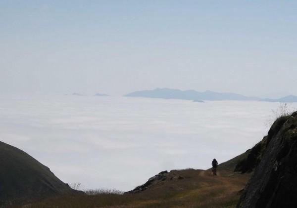Seb par delà les nuages. Juste magnifique le décor !