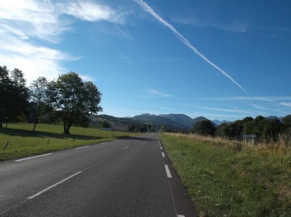 Dans la longue ligne droite juste avant Bagnères, heureusement qu'il n'y avait pas de vent aujourd'hui.