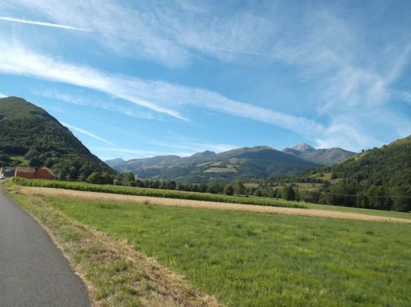 Entre Bagnères et Asté, le Pic du Midi est à droite