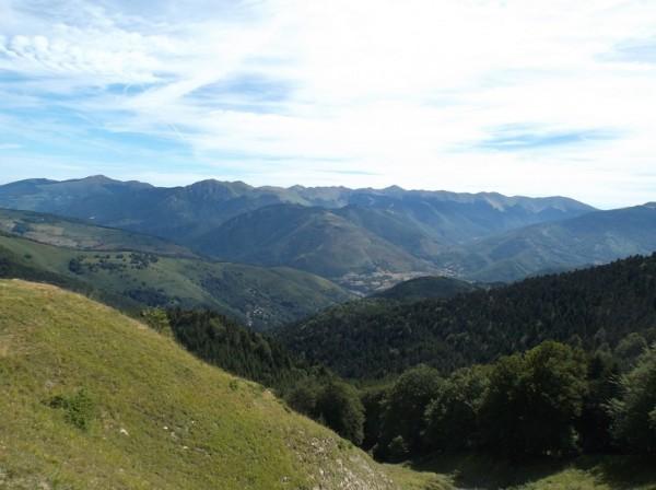 Vue sur la vallée d'Aure avec une partie de la montée du col d'Aspin versant Arreau que l'on distingue.