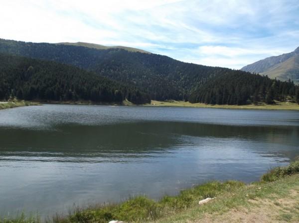 Au bord du lac de Payolle.