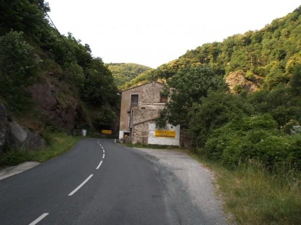 En remontant la route des usines