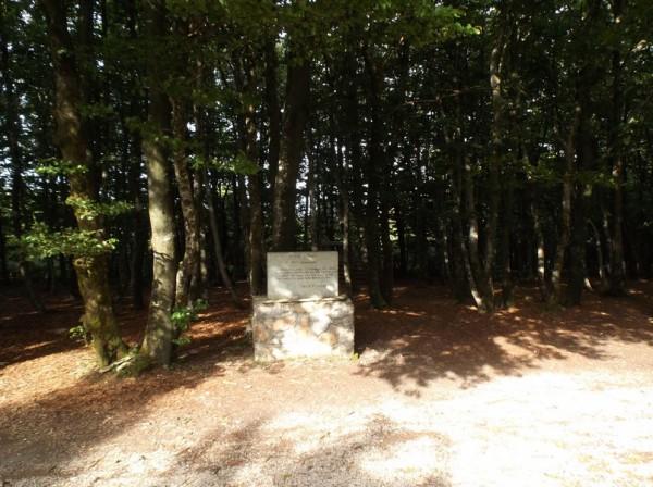 Stèle en hommage aux batailles de la Seconde Guerre