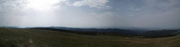 Tentative de photo panoramique, à gauche les Monts de Lacaune et l'Aude ensuite