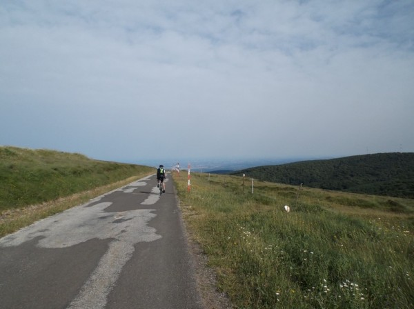 Tout début de la descente, la plaine tarnaise au fond en bas.