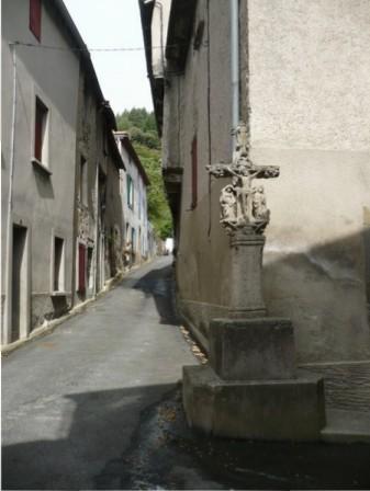 La croix des Tisserands magnifiquement sculptée