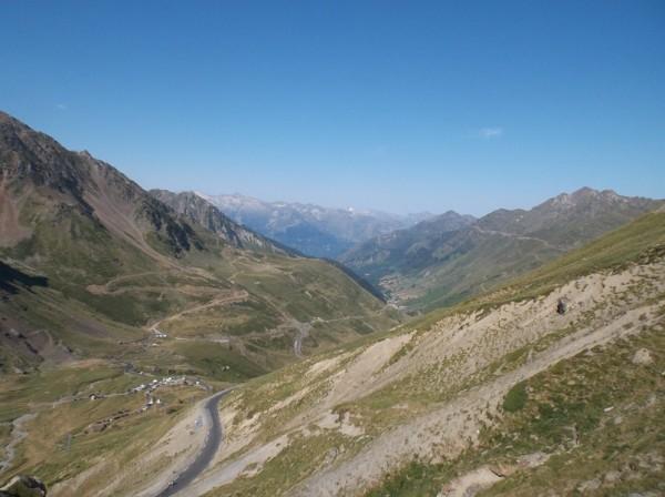 Vue depuis le sommet versant Luz Saint Sauveur.