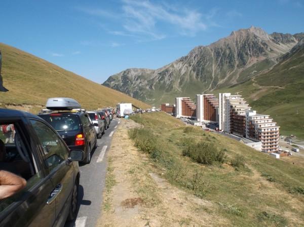 Les automobilistes ont mis du temps pour partir, heureusement qu'en vélo on pouvait passer à gauche.