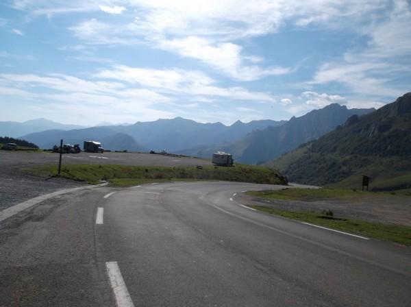 Vue superbe derrière nous en approchant du sommet. Le Pic du Midi de Bigorre au loin.