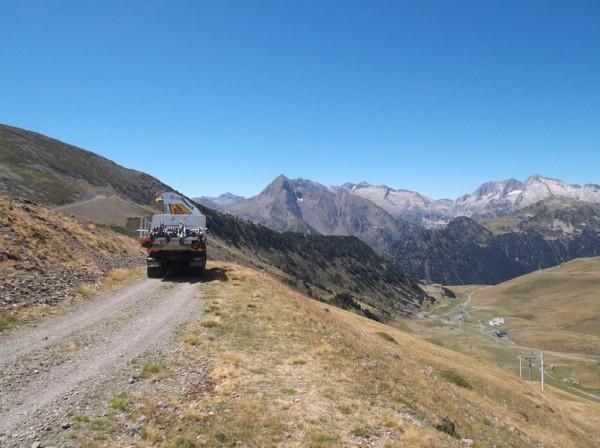 Lorsque le camion m'a dépassé, ça a pas dû être facile pour lui. Le col de Terre Nere est en arrière plan à 2274m à quelques mètres, j'y passerai.