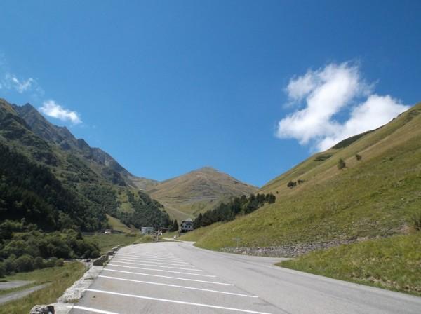 Revenu à Espiaube à la moitié de la descente. Sympa de voir d'ici que je suis monté tout en haut au centre.