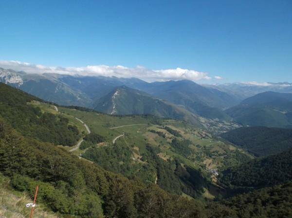 Vue dans les derniers mètres sur le versant Arreau que je viens de grimper.