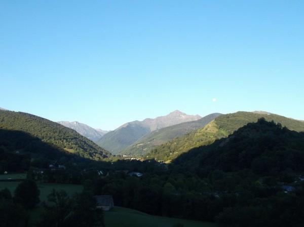 Le Montaigu prend les premiers rayons de soleil de la journée.