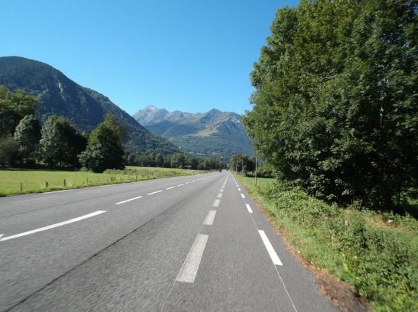 En direction de Saint Lary dans la vallée.
