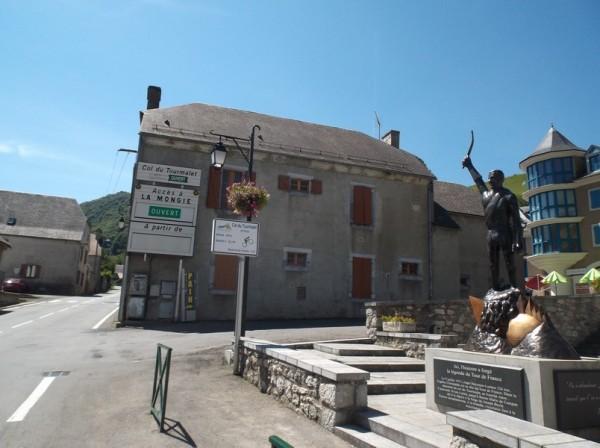 Au pied du col du Tourmalet à Sainte Marie de Campan, l'âme d'Eugène Christophe plane.