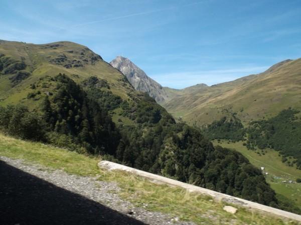 Vue sur le Pic du Midi qui parait imprenable sous cet angle.