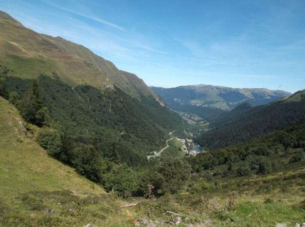 Vue sur Artigues et une partie de la première partie de la montée.