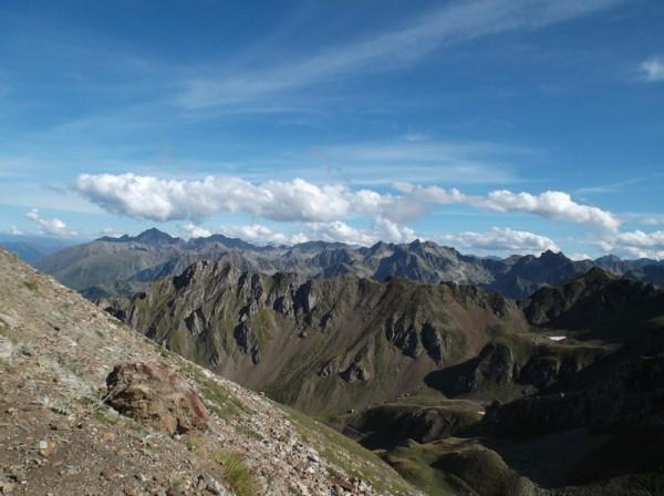 Vue superbe sur les sommets pyrénéens.