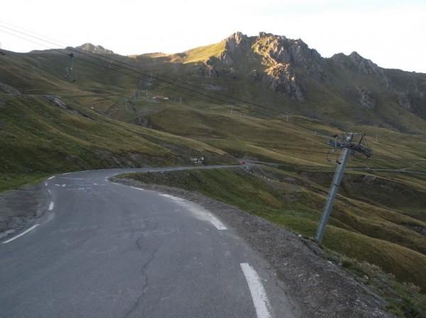 Dans la descente du col du Tourmalet.