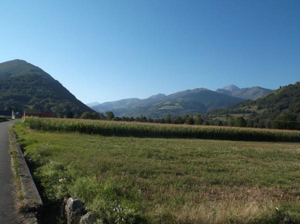 Après avoir passé Bagnères, le Pic du Midi est à droite.