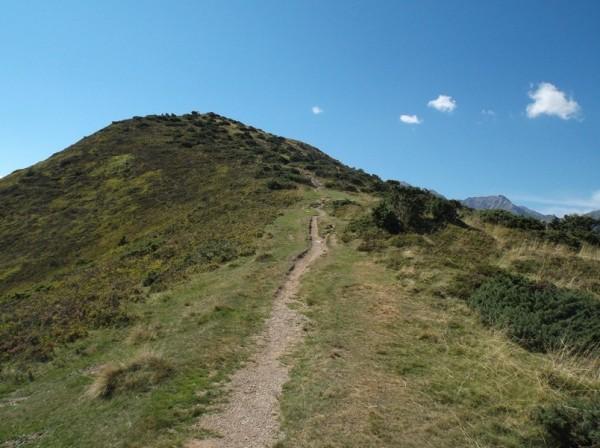 Je suis juste en contrebas du Plo del Naou, mais le sentier semble escarpé et pas pratique en vélo sur le final.