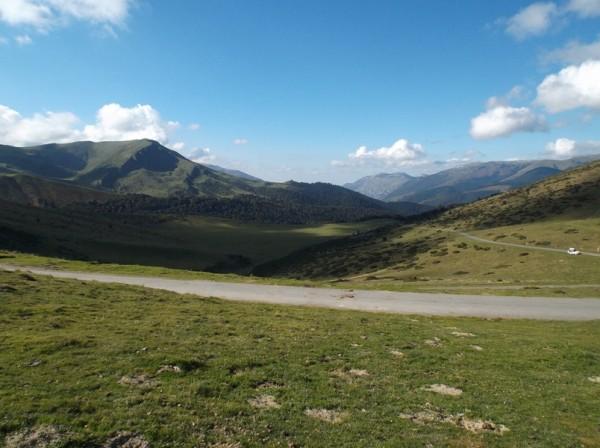 Vue depuis le sommet sur le côté que j'ai grimpé, le Pic du Midi est dans les nuages.