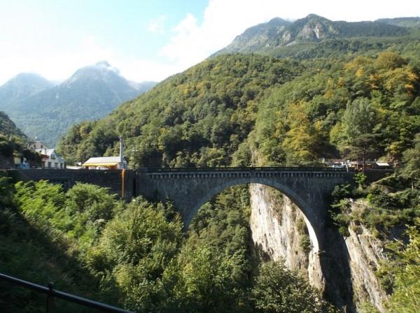 Le Pont Napoléon à la sortie de Luz Saint Sauveur.