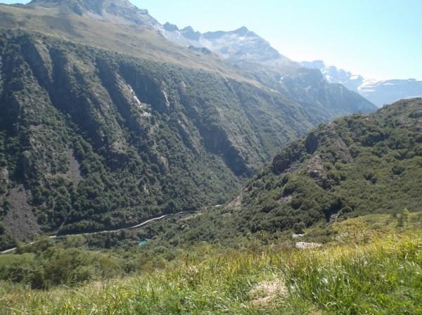 La route des gorges qui mène à Gavarnie en bas.