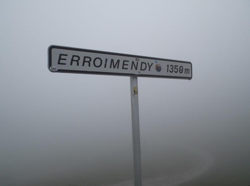 Col d'Erroymendi (ou Erroimendy), une bonne partie de faite mais il y a encore de quoi se faire mal aux jambes après.