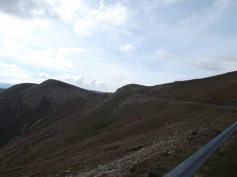 Au sommet !! Final du versant espagnol avec l'entrée du tunnel caractéristique de l'autre versant qu'on distingue.