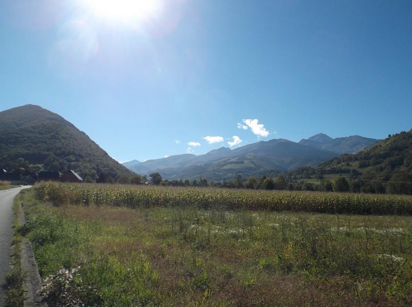 Dans la vallée de Campan après avoir passé Bagnères, le Pic du Midi est à droite.