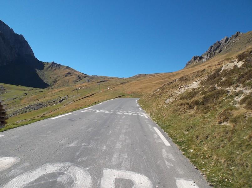 A un peu moins de 4 km du sommet, le sommet du Tourmalet est là bas.
