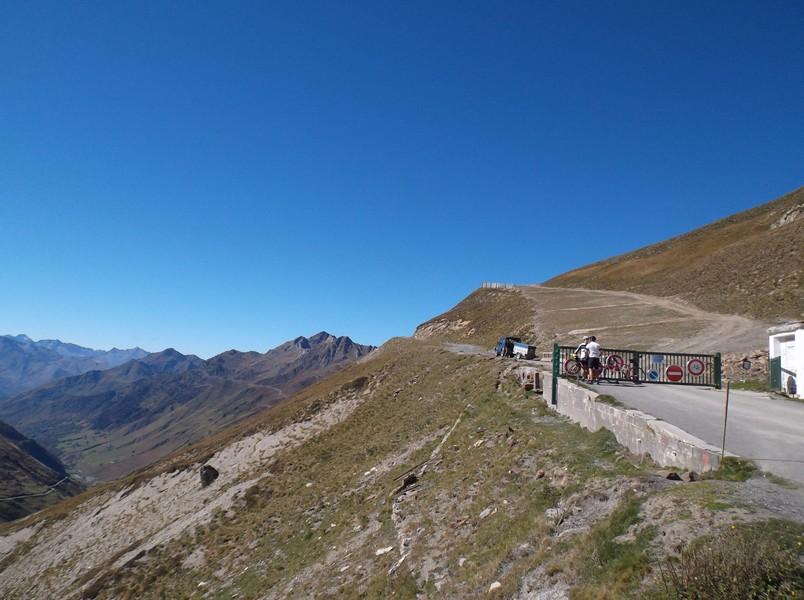La piste qui part vers le Pic du Midi.