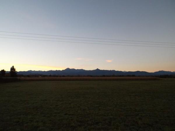 Superbe lever de soleil sur les Pyrénées à 1 km de la maison en allant à la gare de Tarbes.