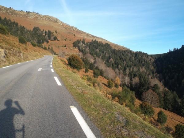Le sommet du col d'Aspin est en vue.
