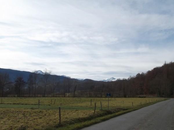 En commençant à remonter vers l'Arros, le Pic du Midi et le Montaigu sont toujours là.