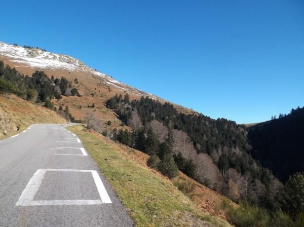 A moins de 2 km du sommet, le col est en vue.