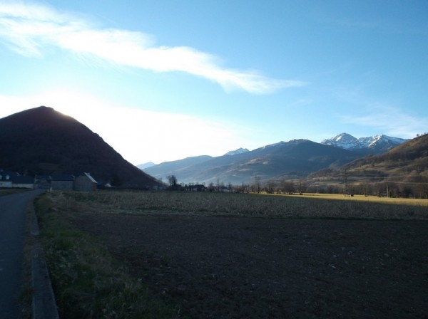 Il fait encore froid à l'ombre mais je ne me lasse pas du paysage.