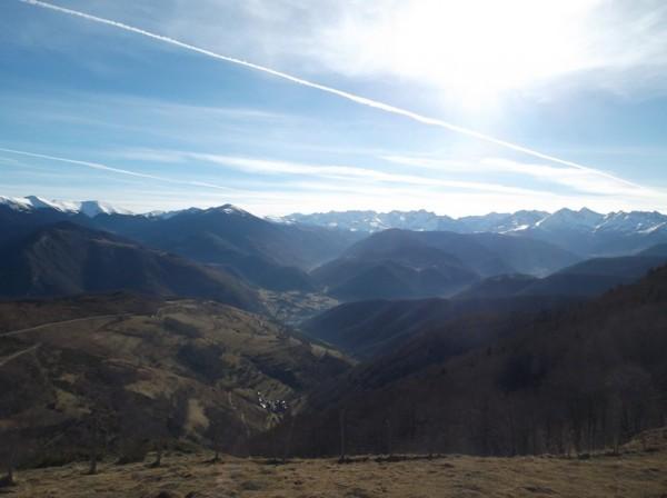 Le Pic d'Aneto est bien dégagé au dessus de la vallée du Louron et la vallée d'Aure.