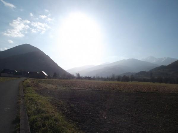 Après avoir passé Bagnères, le ciel est superbe, on voit le Pic du Midi à droite.