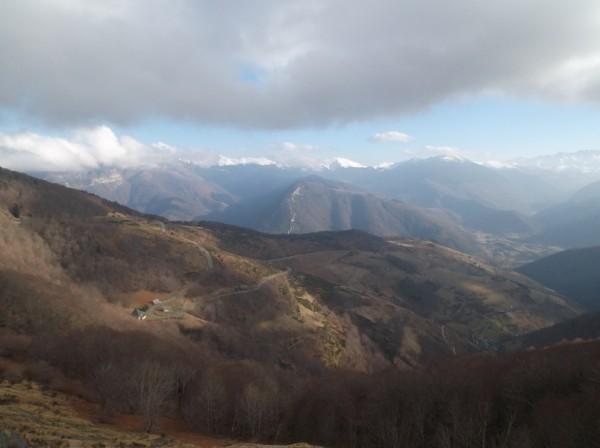 Vue depuis le sommet sur le versant Arreau du col d'Aspin.