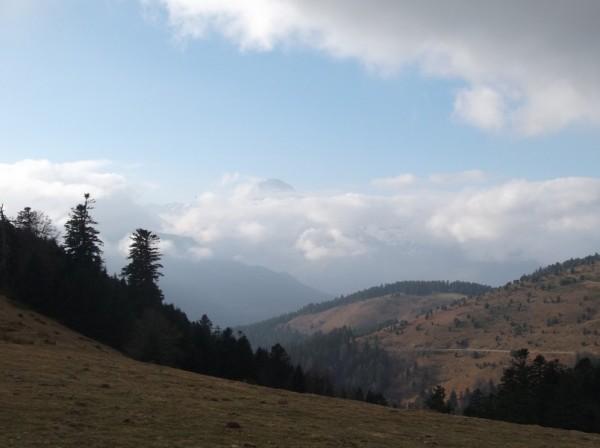 Vue sur le Pic du Midi, les nuages s'accumulent.