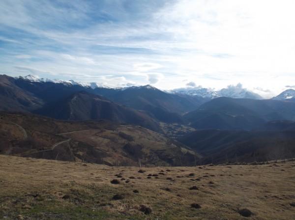 Vue côté vallée d'Aure, le Pic d'Aneto tutoie les nuages.
