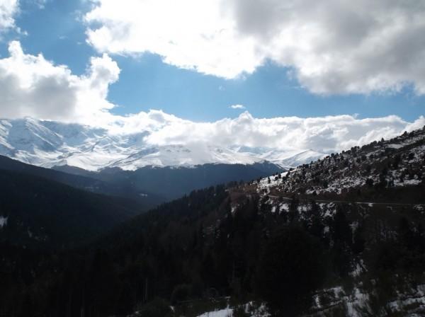 Il fait bon être dans la montée à admirer le jeu des nuages pendant qu'en plaine ils se prennent les orages.