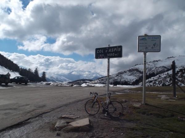 Au sommet du col d'Aspin, 62e fois que j'y pose mes roues.
