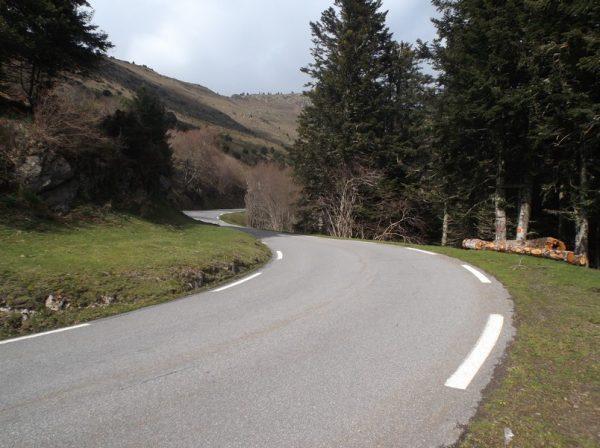 A l'endroit où la pente repasse à 6% à 1,7 km du sommet, pour attendre Cyrille.