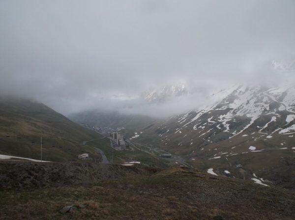 Froid et gris mais de jolies paysages quand même. Ici vue sur La Mongie avec une éclaircie qui tente de percer.