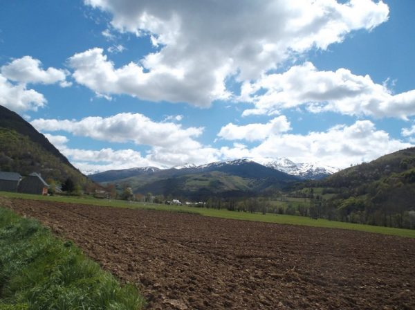 En remontant la vallée de Campan, le Pic du Midi nous fait un petit coucou sur la droite.