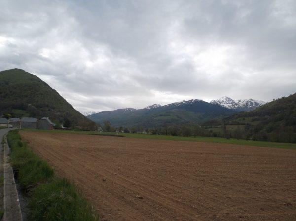 Juste après Bagnères, le Pic est à droite.